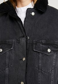 Topshop - BORG LINED DAD - Denim jacket - black - 6