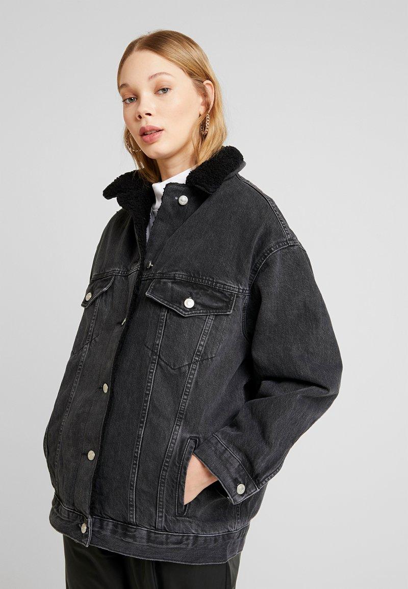 Topshop - BORG LINED DAD - Denim jacket - black