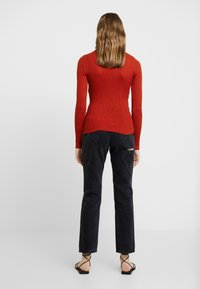 Topshop - POPPER SIDE CREW - Jersey de punto - brick red - 2