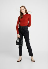 Topshop - POPPER SIDE CREW - Jersey de punto - brick red - 1