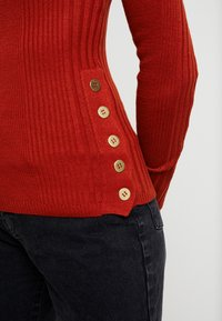Topshop - POPPER SIDE CREW - Jersey de punto - brick red - 5