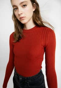 Topshop - POPPER SIDE CREW - Jersey de punto - brick red - 3