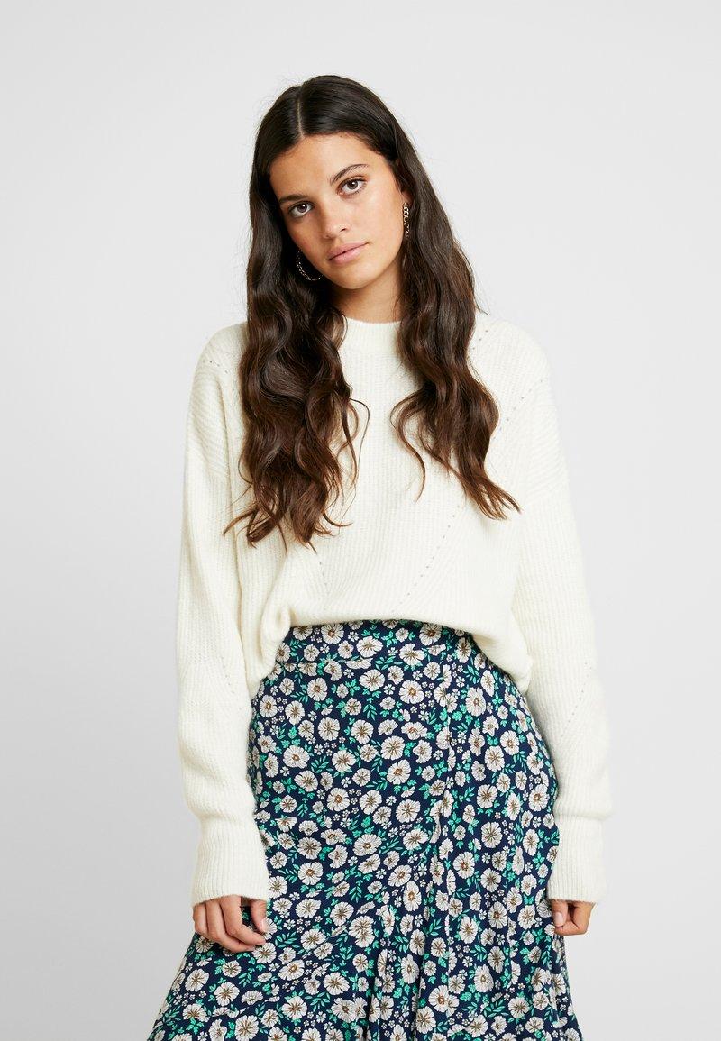 horizontal-crop---stickad-tröja by topshop