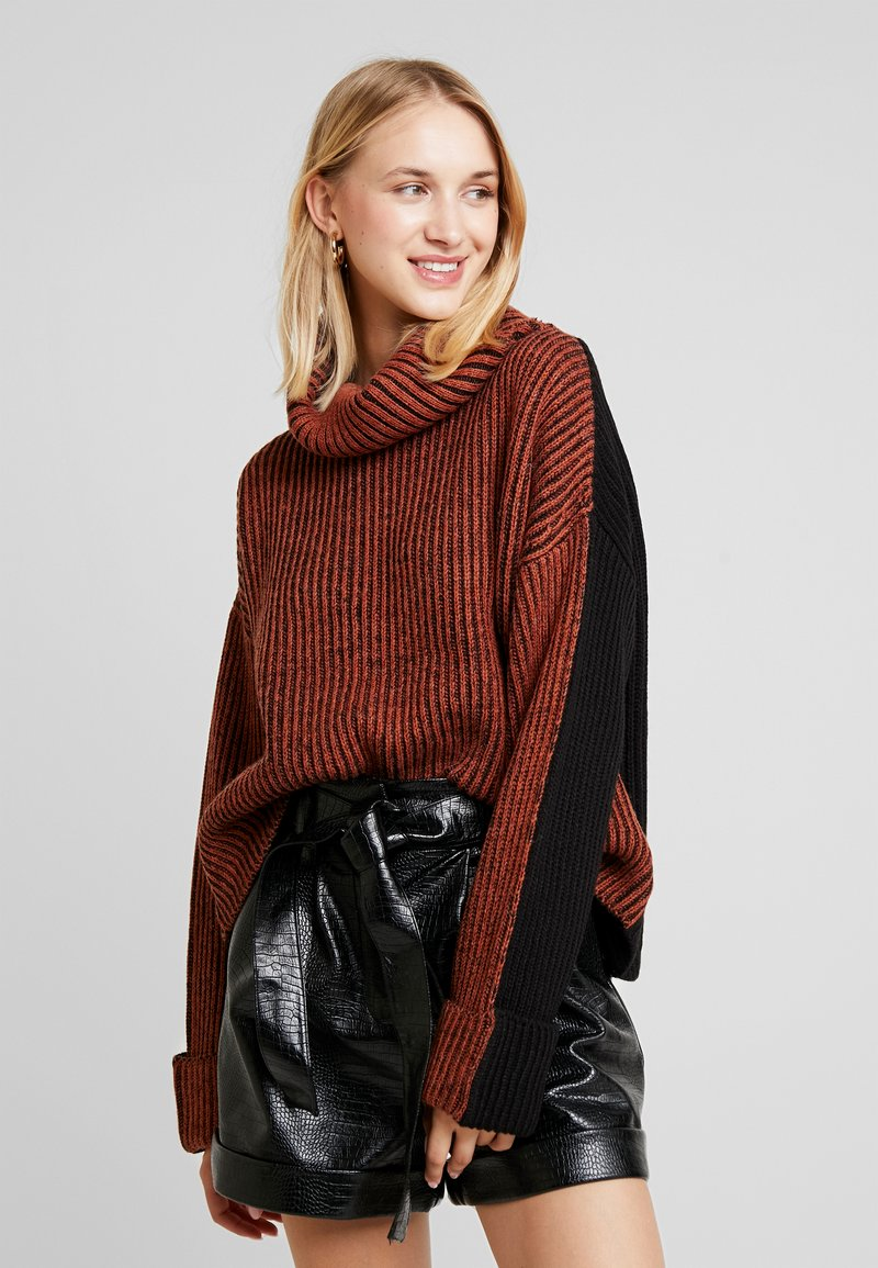 Topshop - MIX PLATED ROLL - Strickpullover - brick