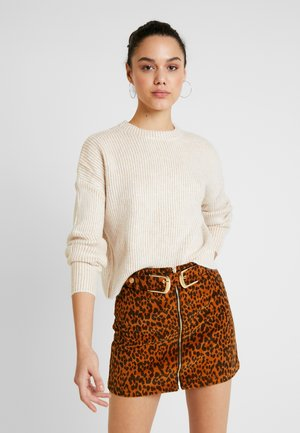 PLATED CROP - Strickpullover - beige