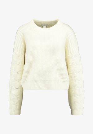 CABLE CROP - Stickad tröja - ivory