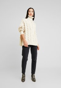 Topshop - CHUNKY CABLE ROLL - Strickpullover - oat - 1