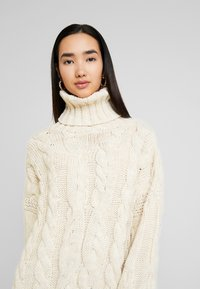 Topshop - CHUNKY CABLE ROLL - Strickpullover - oat - 3