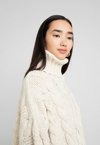Topshop - CHUNKY CABLE ROLL - Strickpullover - oat - 5