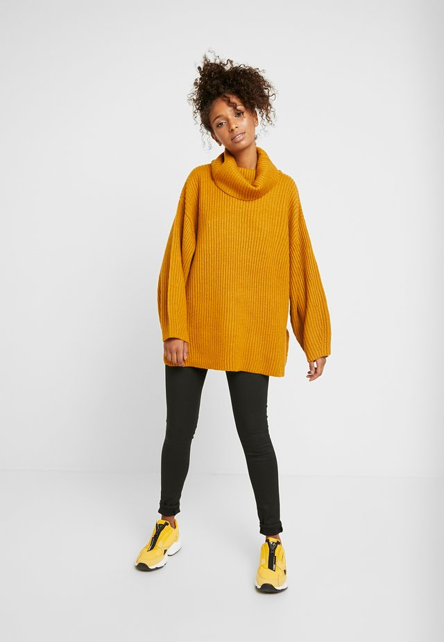 HALF ROLL - Neule - mustard
