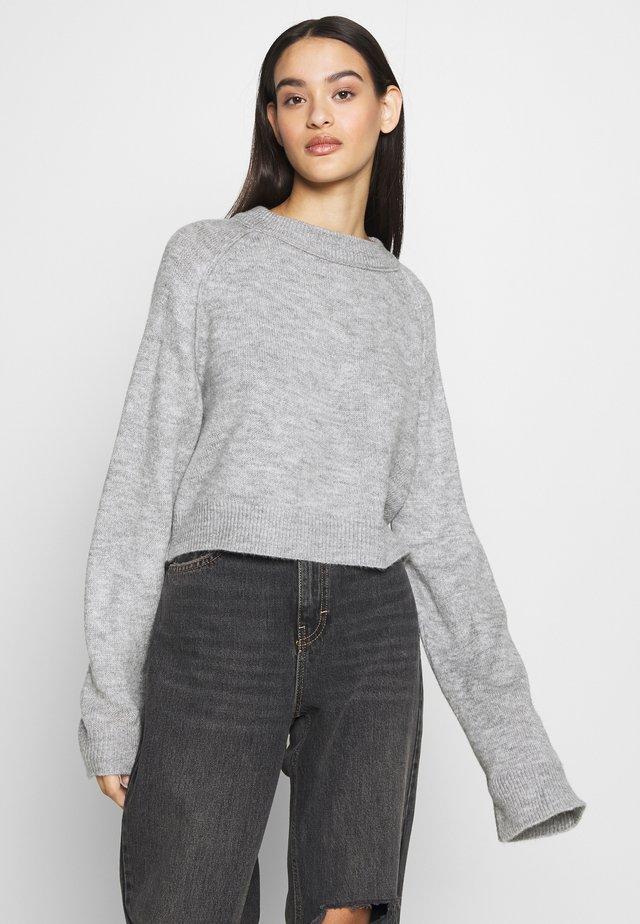 CROP JUMPER - Stickad tröja - grey marl