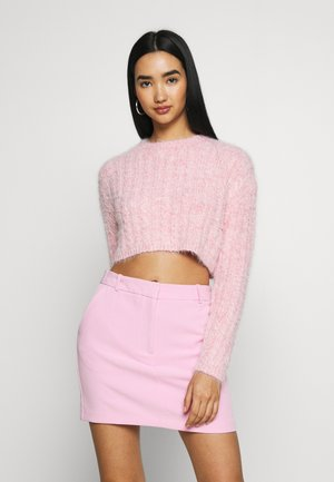 FLUFFY CABLE CROP - Sweter - pink