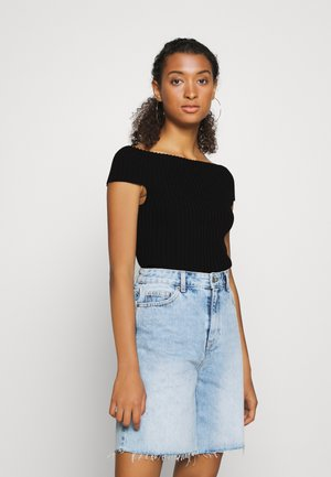 ROLL RACER OFF SHOULDER - Print T-shirt - black