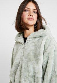 Topshop - ZIP - Zip-up hoodie - sage - 5