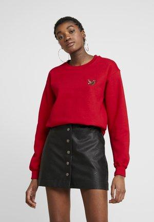 SLOTH EMOJI  - Sweater - red