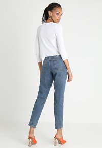 Topshop - MOM NEW - Jeansy Relaxed Fit - mid denim - 3