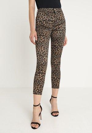LEO JAMIE - Spodnie materiałowe - brown
