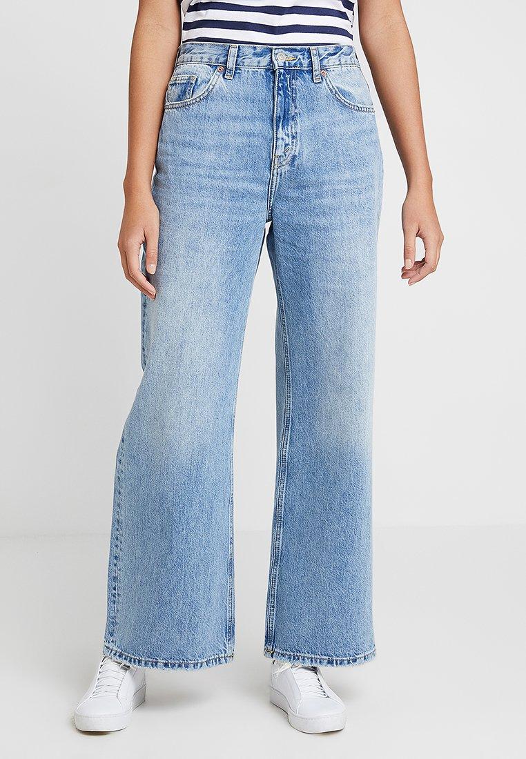 Topshop - WIDE LEG - Flared Jeans - bleached denim