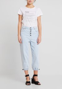Topshop - BLEACH DRAW TIE MOM - Jeans baggy - bleached denim - 0