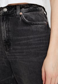 Topshop - MOM NEW - Jeans baggy - wash black - 4