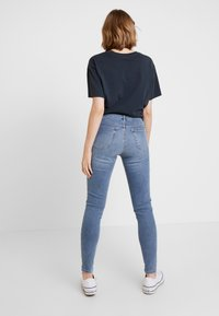 Topshop - JAMIE - Skinny džíny - bleach - 2