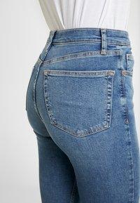 Topshop - JAGGED HEM JAMIE - Skinny džíny - blue denim - 5