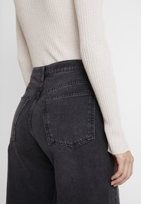 Topshop - WIDE - Jeans Straight Leg - washed black - 3