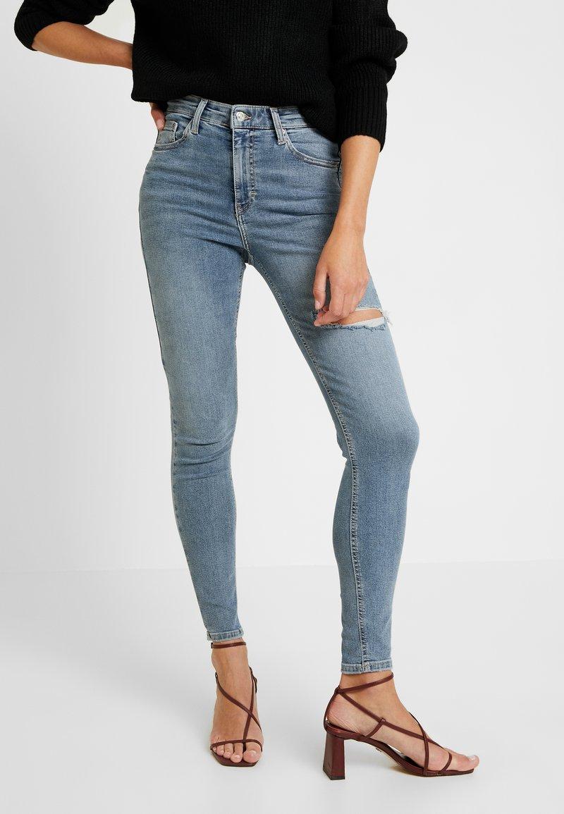 Topshop - THIGH RIP JAMIE - Jeans Skinny Fit - bleached denim