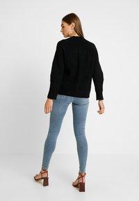 Topshop - THIGH RIP JAMIE - Jeans Skinny Fit - bleached denim - 2