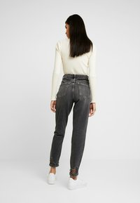 Topshop - HEM MOM - Vaqueros boyfriend - washed black