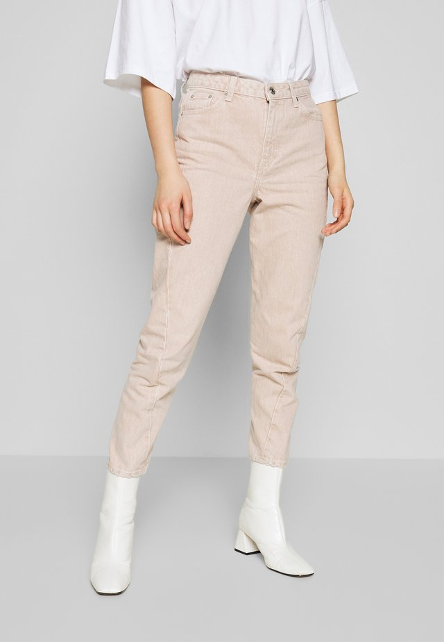 TWIST SEAM MOM - Jeans fuselé - peach