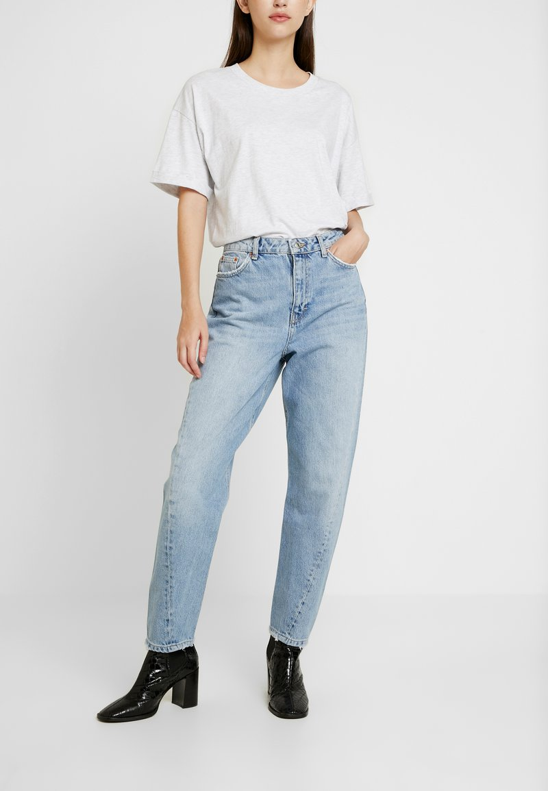 Topshop - TWIST SEAM MOM - Jeansy Relaxed Fit - mid blue