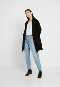 Topshop - TWIST SEAM MOM - Jeansy Relaxed Fit - mid blue - 1