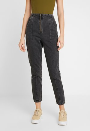 DART MOM - Džíny Relaxed Fit - washed black