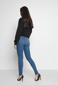 Topshop - ABRAIDED HEM JAMIE - Jeans Skinny Fit - mid blue - 2