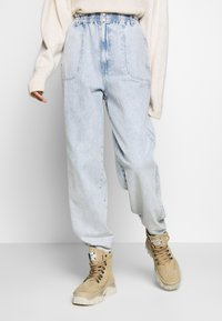 Topshop - ELASTIC BAGGY - Džíny Relaxed Fit - bleached denim - 0