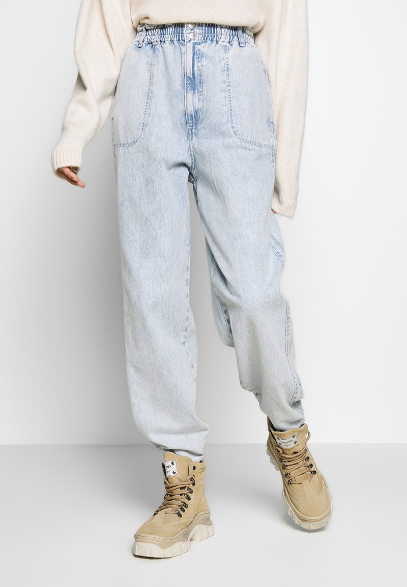Topshop - ELASTIC BAGGY - Džíny Relaxed Fit - bleached denim