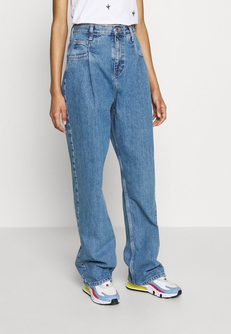Topshop - DART PARELLEL - Jeansy Straight Leg - mid blue