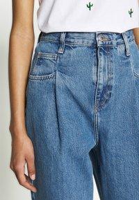 Topshop - DART PARELLEL - Jeansy Straight Leg - mid blue - 3