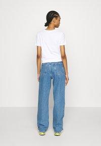 Topshop - DART PARELLEL - Jeansy Straight Leg - mid blue - 2