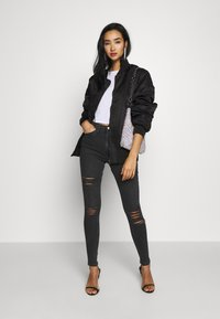 Topshop - SUPER RIP JAMIE - Jeansy Skinny Fit - washed black - 1