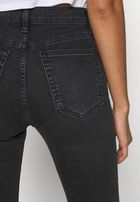 Topshop - SUPER RIP JAMIE - Jeansy Skinny Fit - washed black - 3