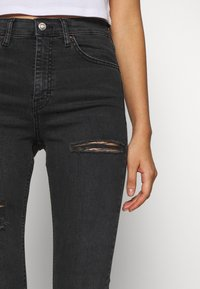 Topshop - SUPER RIP JAMIE - Jeansy Skinny Fit - washed black - 5