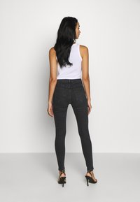 Topshop - SUPER RIP JAMIE - Jeansy Skinny Fit - washed black - 2