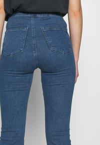 Topshop - ZED JONI - Flared Jeans - blue denim - 3