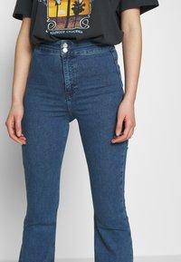 Topshop - ZED JONI - Flared Jeans - blue denim - 5