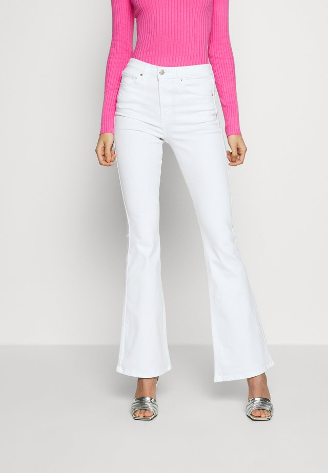 JAMIE - Flared Jeans - white