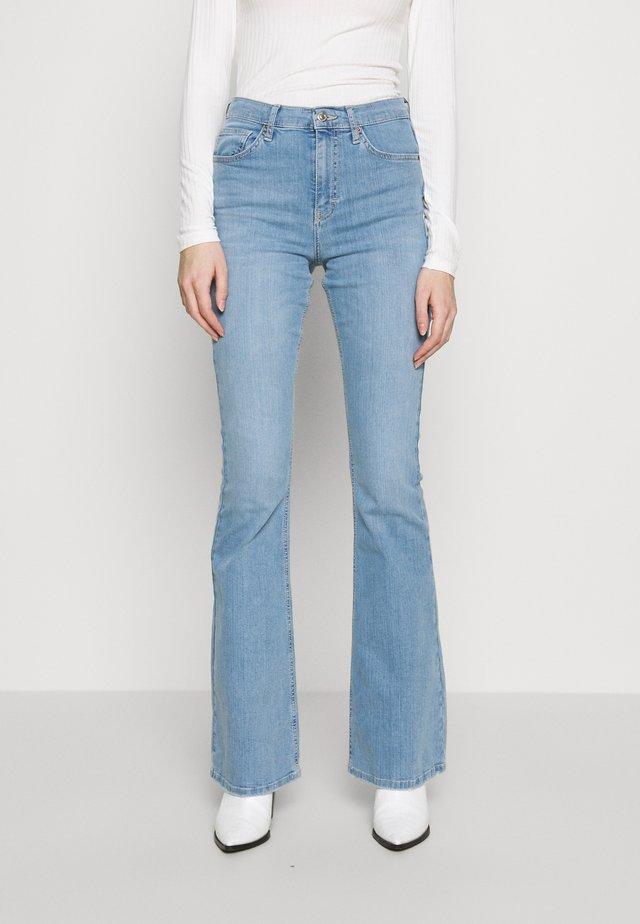 JAMIE - Jeans a zampa - bleach