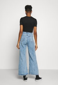 Topshop - SLIM WIDE - Flared Jeans - bleached denim - 2