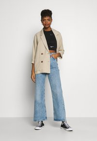Topshop - SLIM WIDE - Flared Jeans - bleached denim - 1